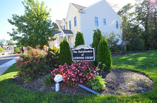 townhomes-of-linwood-court 7974306906 o